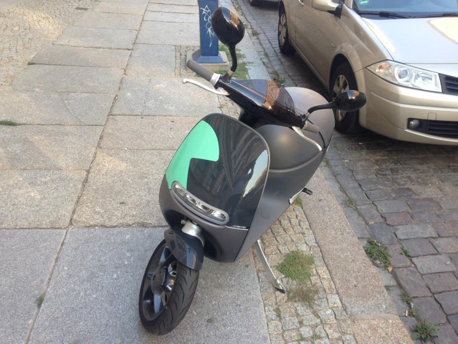 Fast überall kann der Coup Scooter geparkt werden.